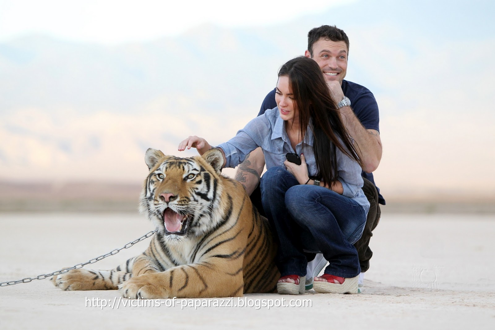 http://3.bp.blogspot.com/_NFcDSk31Yq8/TM-Q-TnJsoI/AAAAAAAAATE/KOnxfwio-7E/s1600/Megan+Fox+at+Big+Cat+2.jpg