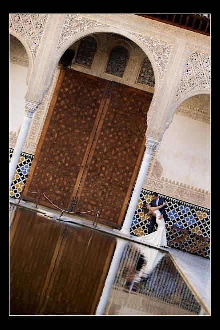Un reflejo de amor en la Alhambra