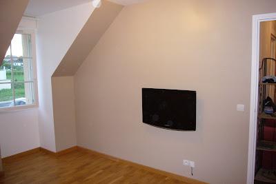 Fixer une tele au mur comment cacher les fils - Comment fabriquer un support mural tv ...