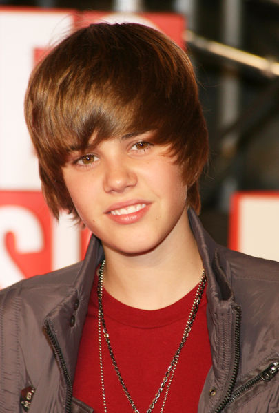 justin bieber wallpaper 2009. house justin bieber wallpapers