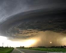 Mike Hollingshead :El hombre que persigue tormentas