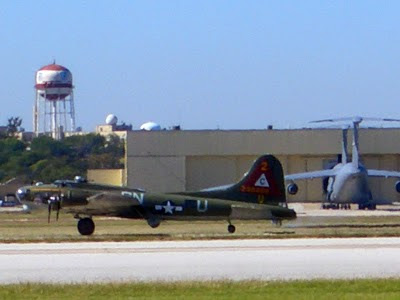 Lackland AFB Air Fest: B-17 Flying Fortress Landing