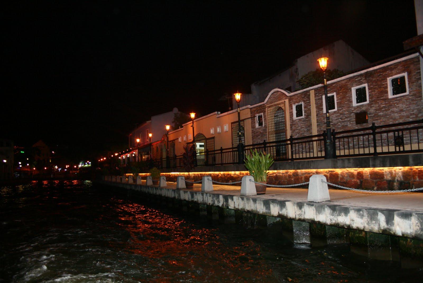 Sungai Melaka Di Waktu Malam
