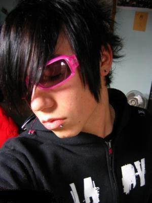 emo boys hairstyle. cool emo hairstyle for guys.