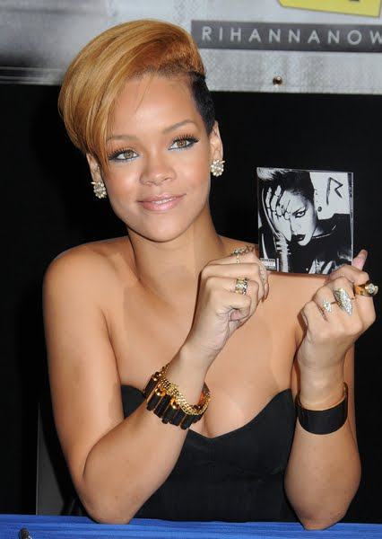 rihanna hair color. Rihanna#39;s Latest Hair Color