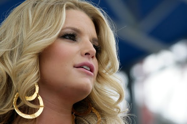 jessica simpson hairstyles 2011. Jessica Simpson Sexy Healthy