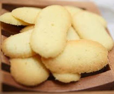 Mademoiselle Nita's sweet and savory journey: Cat's tongue cookie?