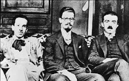 1923. Στο Παρίσι με τους Νίκο Χατζηκυριάκο-Γκίκα (στη μέση) και Στρατή Ελευθεριάδη (Τεριάντ).