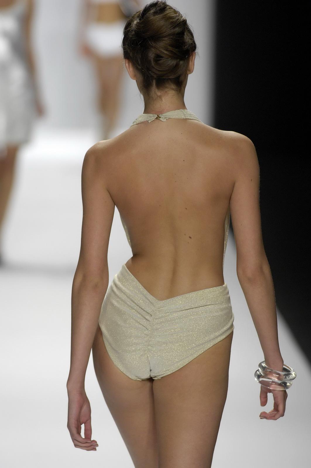 http://3.bp.blogspot.com/_NRGPIrDtEg8/TQsbKvyG5qI/AAAAAAAAAXk/U73Bn5VUk1E/s1600/Candice_Swanepoel_supery_Bathing_Suit_4.jpg