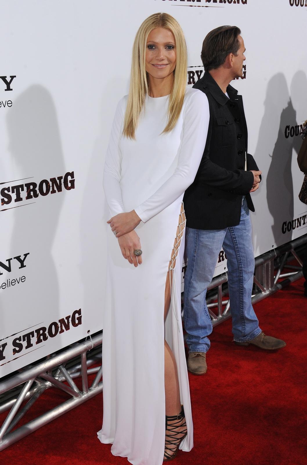http://3.bp.blogspot.com/_NRGPIrDtEg8/TQsohSRzicI/AAAAAAAAAZ4/bq17y-RyJUs/s1600/Gwyneth_Paltrow_without_panties_and_bra_4.jpg