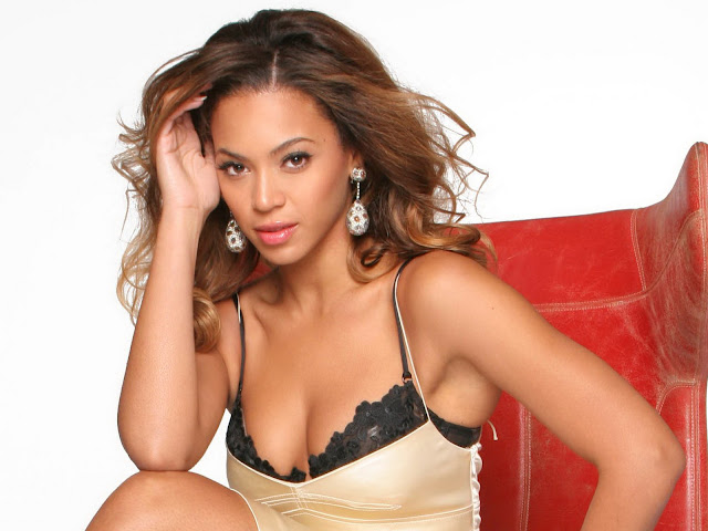 Beyonce Knowles sexy cleavage
