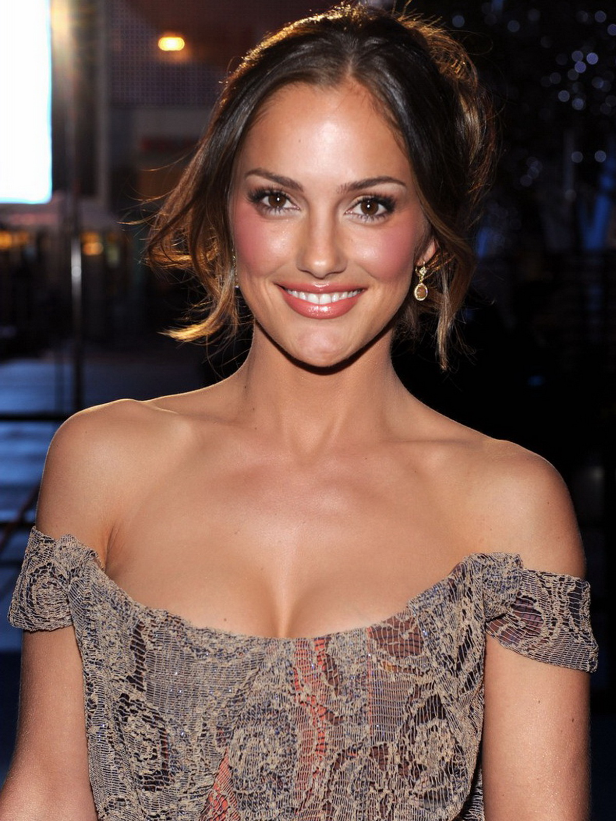 Minka Kelly sexy cleavage 2011 People's Choice Awards