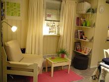 Juksevindu. Speil og persienner, vinduskarm og gardiner... Vips, et vindu.