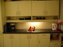 Kjøkken med kaffemaskin må en jo ha.