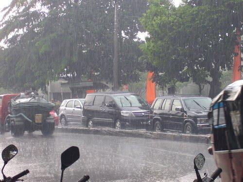 Hujan Turun…. Minum Kopi….hmmm Mantap!