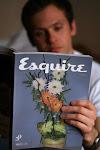 properti bunga kering jadi sampul di majalah Esquire