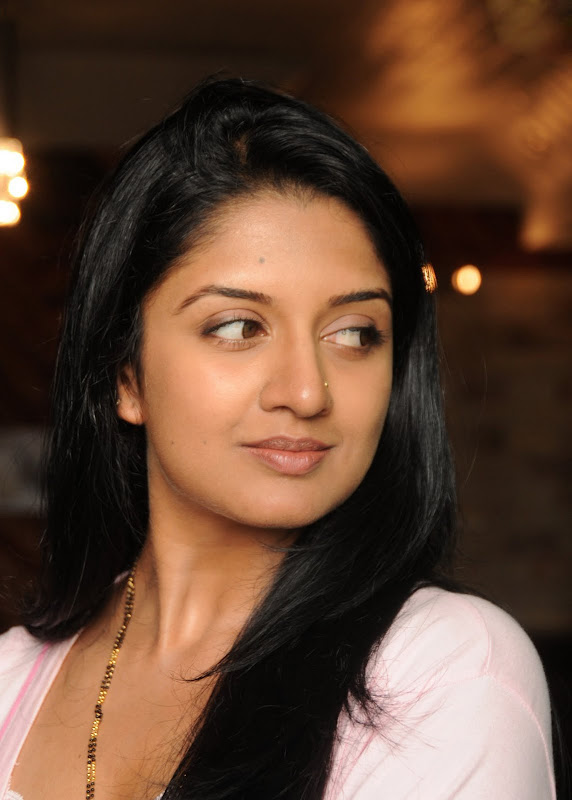 Actress Vimala Raman HQ Latest Stills unseen pics