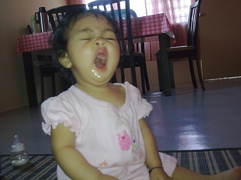 Alisha mengantuk.