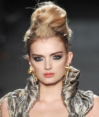 Beauty Trend: Gothic Glamour - Hair and makeup at Zac Posen's fall 2009 show