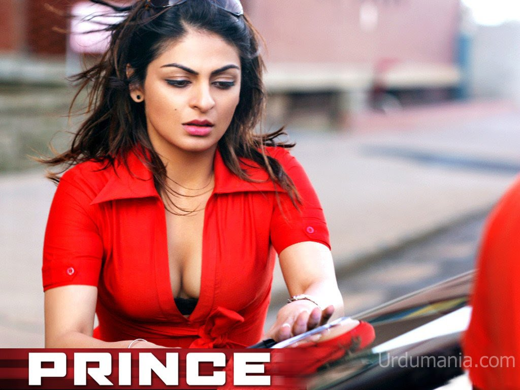 Neeru Singh Sexy Cleavage