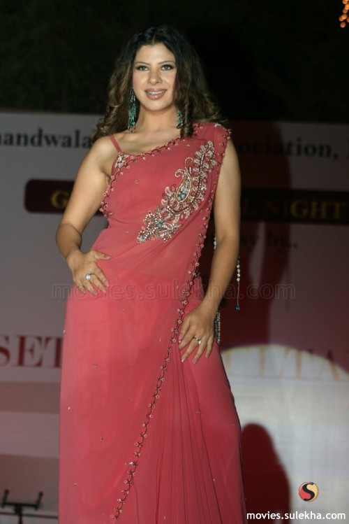 Sambhavna Seth Hot in Saree