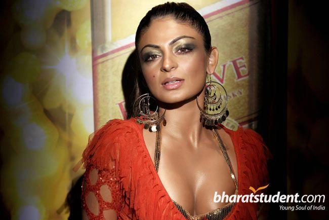 Niroo Singh nice cleavage