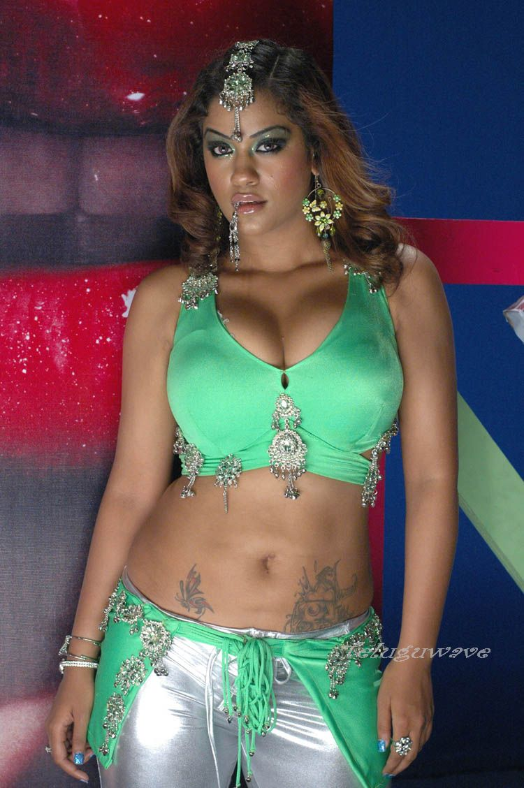 http://3.bp.blogspot.com/_NVwBSBtMZfY/TLHtLrpAtRI/AAAAAAAAEvQ/lOyEnSl-LnQ/s1600/Mumaith-Khan-showing-her-big-boobs4.jpg
