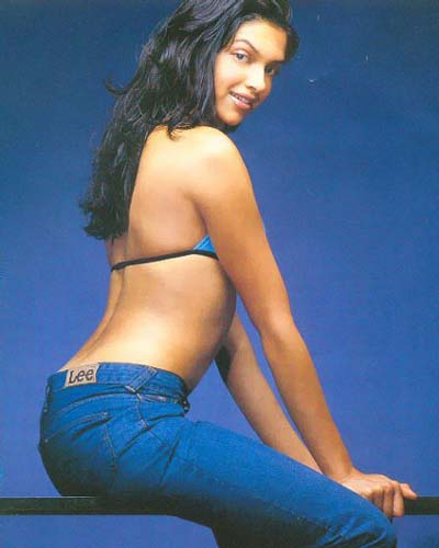 Bollywood babes posing backless