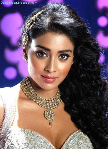 Shreya Saran showing her sexy boobs and waist