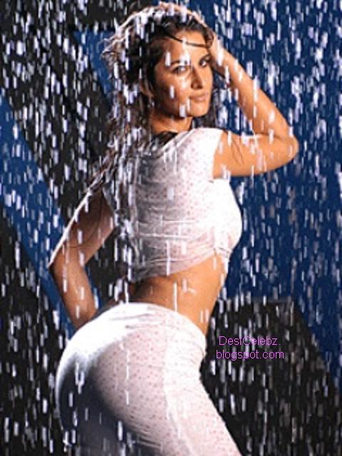 Katrina Kaif exposing her wet ass