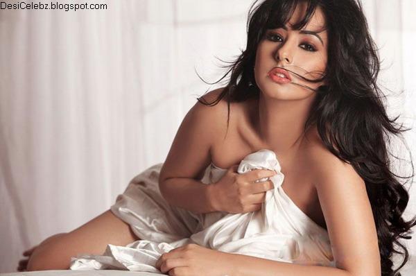 South indian actress Sakshi hot and sexy stills