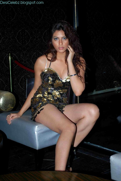 Hot and Sexy Priya soni
