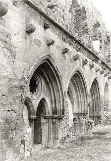 Capilla gótica que será reconstruida. Foto tomada antes de su desmonte en 1931