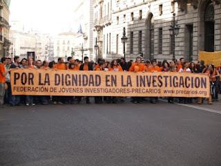 Manifestación de jóvenes investigadores precarios [Foto: FJI-Precarios]