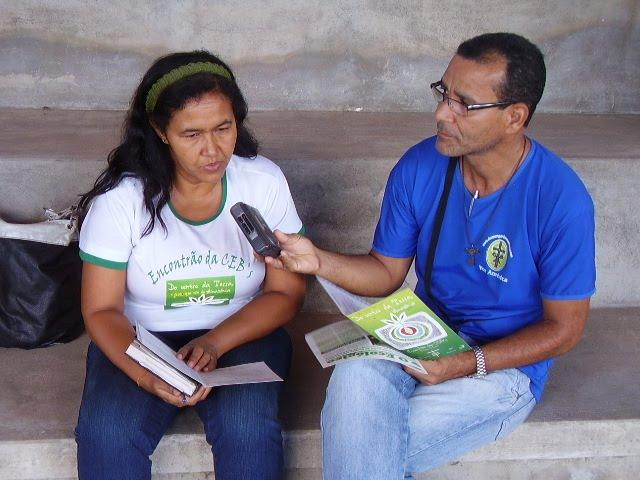 Dete Leal sendo entrevistada pelo Irmão Vado do Programa DOMINGO DO SENHOR e Voz América