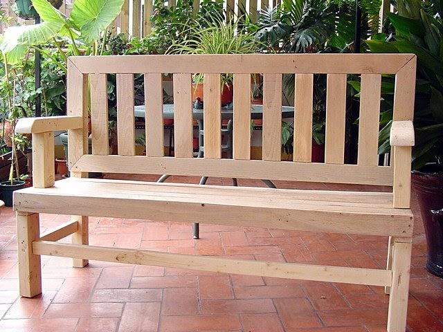 Trabajos con palets trabajos con hechos con madera de palet - Jardineras con palets de madera ...