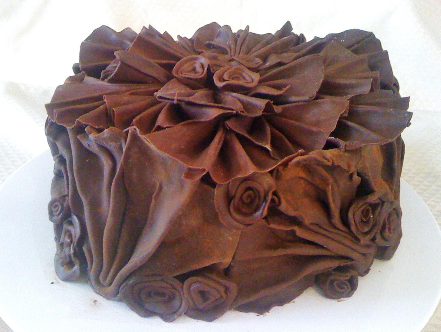 Omini pasticcini torta tartufata rose e ventagli di for Decorazioni di cioccolato per torte