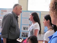 ראש העיר צבי בר מאזין להסבר על הפעילות בקשר הרב דורי  מחן חסידי