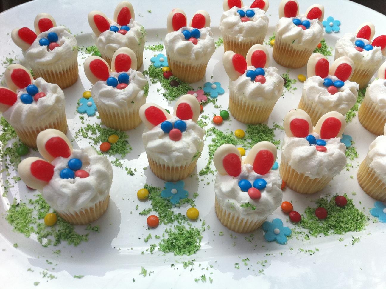 Hello and Thank You Buny+cupcakes