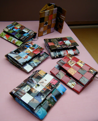 Anzouya recycle magazine pages into a woven purse tutorial for How to recycle old magazines