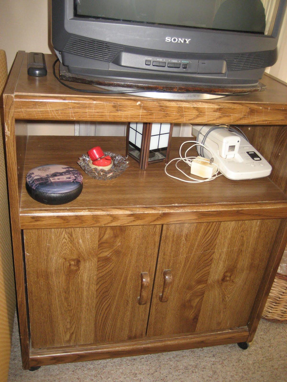 Articulos a la venta por poca plata mesa tv en madera con for Mesas de tv con ruedas