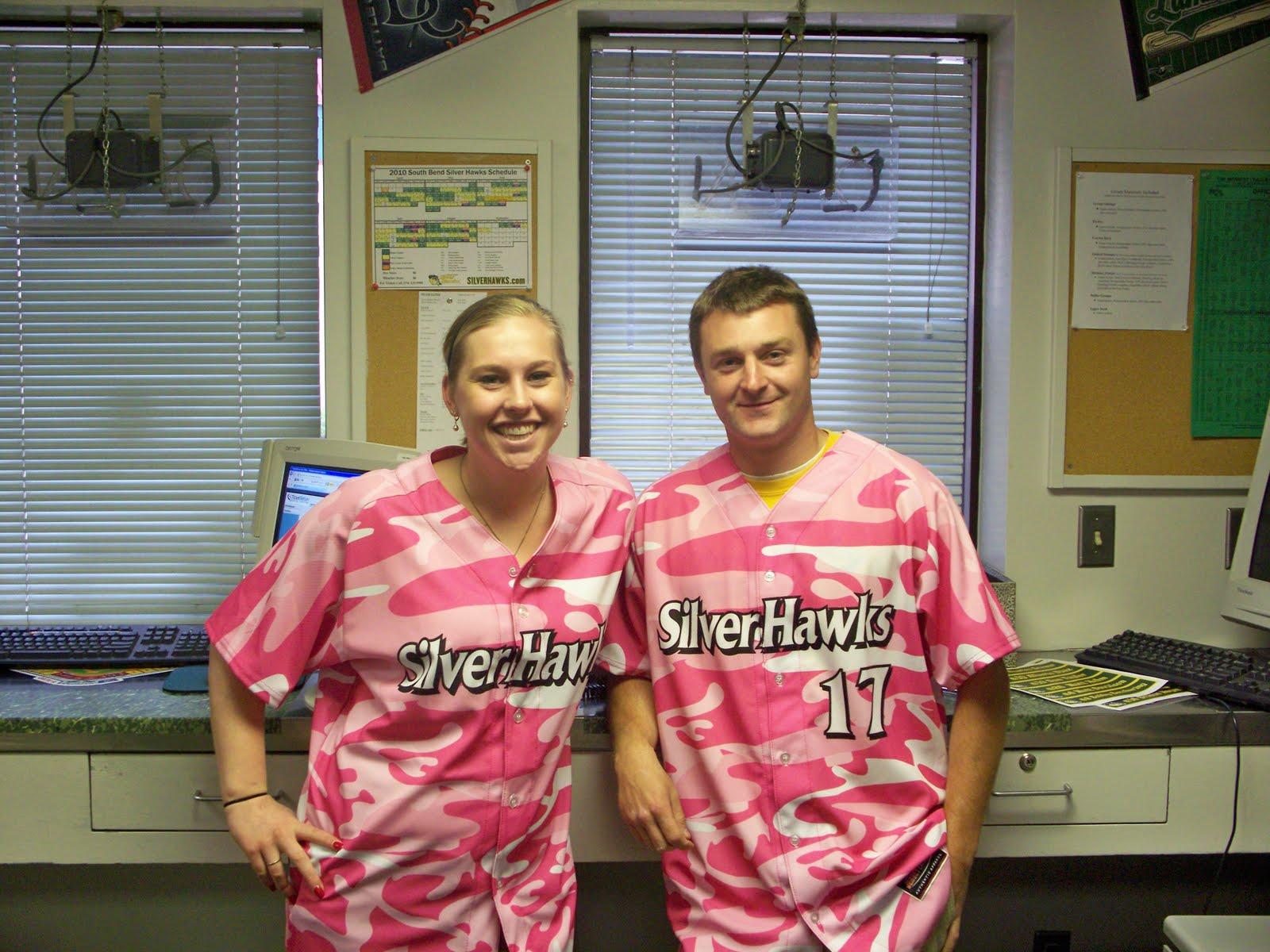 http://3.bp.blogspot.com/_NcBaQM1i7do/S-RQamqWO1I/AAAAAAAAAoU/7VYTuRzvFJY/s1600/Pink+Camo+Jerseys.jpg