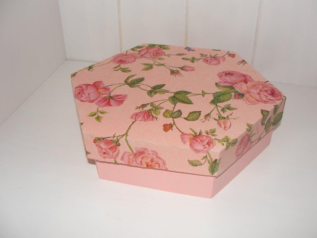 Caixa de madeira pintada à mão com decoupage de flores românticas. #954C36 1200x900
