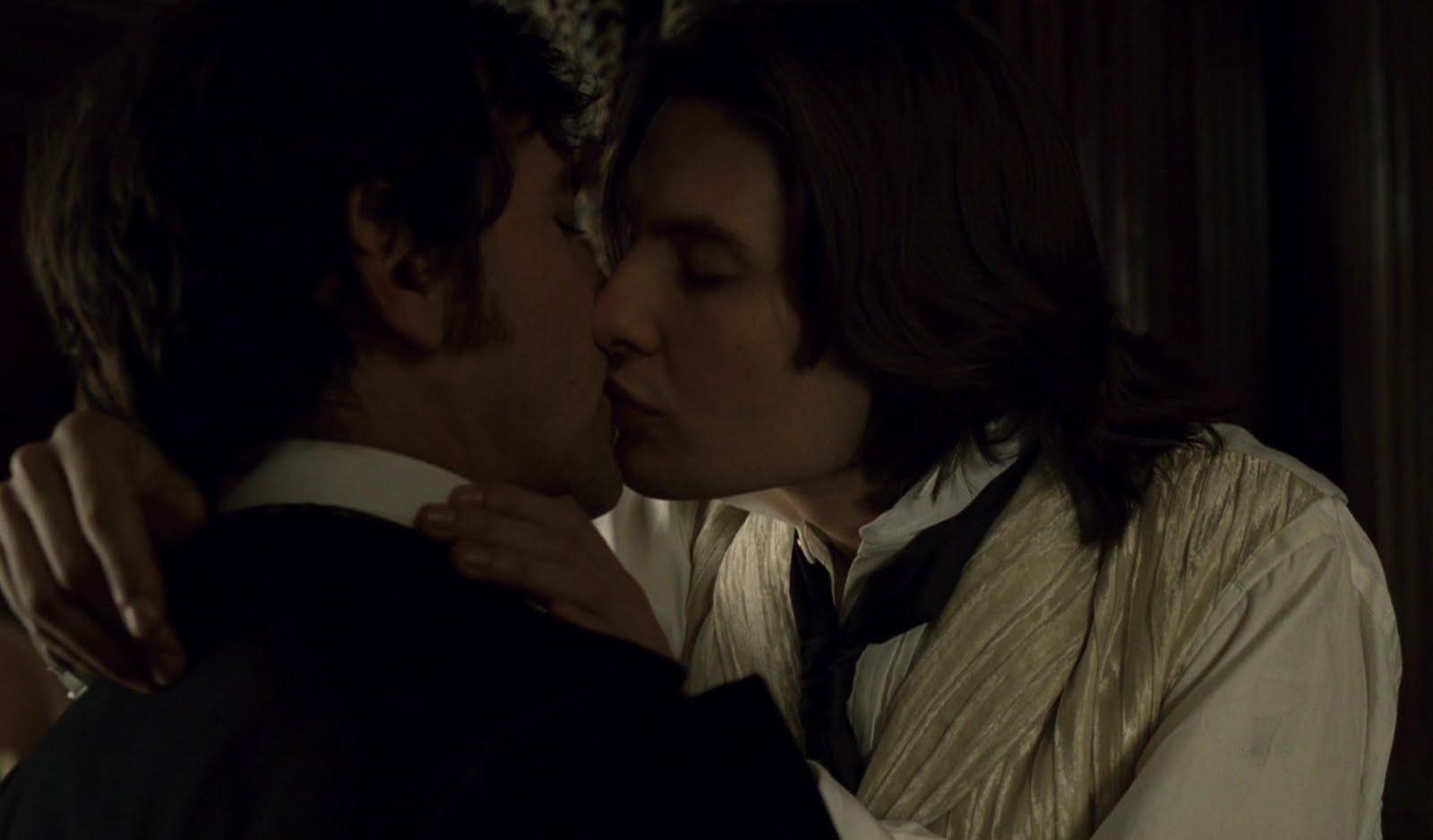 http://3.bp.blogspot.com/_Ne5Lb2SiFHg/S8YZ8STNIWI/AAAAAAAAvJM/w0804U2tmeI/s1600/barnes+dorian+5+kiss+chaplin.jpg