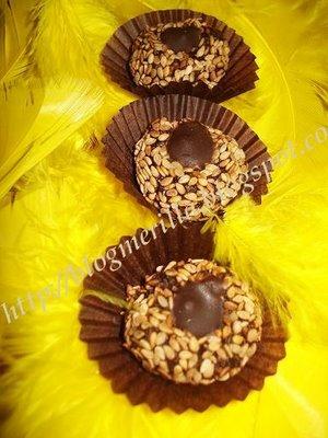 Kwirates b'zanjlane o choklat / Boulettes Marocaines aux graines de sésame et chocolat! DSC04519