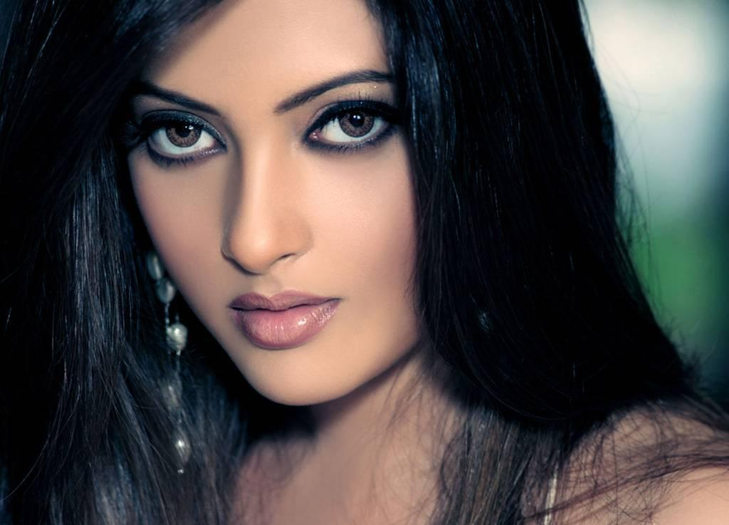 riya sen wallpaper. Actress Riya Sen gallery