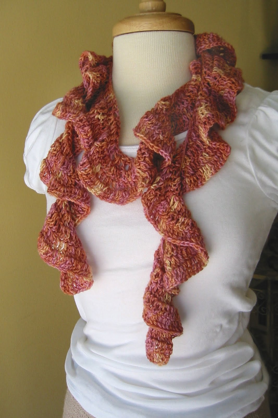 Free Knitting Pattern For Spiral Scarves : RUFFLE SPIRAL CROCHET SCARF PATTERN   Easy Crochet Patterns