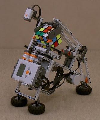 robotul lego tilted twister