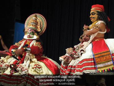 RambhaPravesham Kathakali (Selected scenes from RavanaVijayam): Inchakkattu Ramachandran Pillai as Ravanan, Kottackal Ravikumar as Doothan.