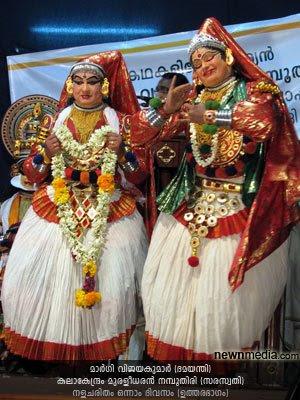 Nalacharitham Onnam Divasam Kathakali: Margi Vijayakumar as Damayanthi, Kalakendram Muraleedharan Nampoothiri as Saraswathi.